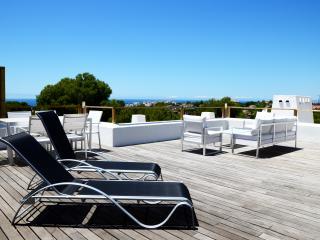 Villa near golf course and Marbella town