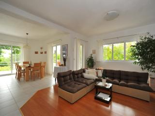 Apartment Justina - Three Bedroom Apartment with Balcony, Murter