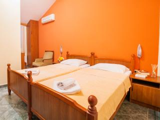 Guest House Mali Milocer- Twin Room 103, Przno