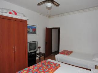 Apartment Marija - Three Bedroom Apartment With Pool And Terrace, Supetar