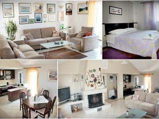 Apartment Villa Lila - Three Bedroom Apartment with Sea View, Terrace and Pool, Supetar