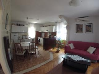 Apartments Ruza & Rita - Two Bedroom Apartment With Garden View