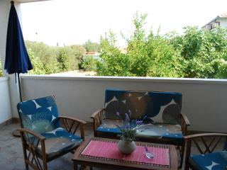 Apartments Tihana - Two Bedroom Apartment With Garden Terrace And Covered Terrace, Solin