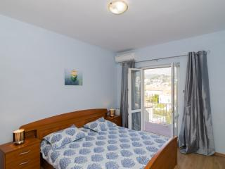 Apartment Elisa - Three Bedroom Apartment with Balcony and Sea View, Dubrovnik