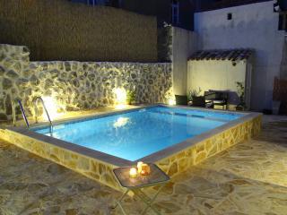 Villa Vino Vecchio- Five Bedroom Villa with Two Terraces and Swimming Pool, Gruda