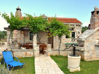 Holiday Home Gabelot - Three-Bedroom House with Terrace and Swimming Pool, Sumpetar