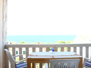Apartments Vesna - Two Bedroom Apartment with Terrace and Sea View (Ivan), Postira