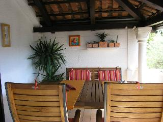 Apartments Vrandecic -Three Bedroom Apartment with Terrace and Sea View (NERA), Isla de Brac