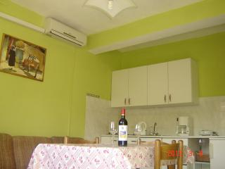 Apartments Ledinić - A1 Two Bedroom Apartment with Balcony and Sea View floor 1, Ston
