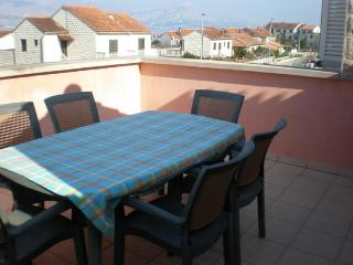 Apartments Seka - Two Bedroom Apartment with Terrace and Sea View, Supetar
