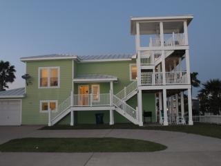 Eagles Nest, Great Views!!  Spacious 4 bedroom house!