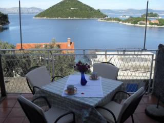 Apartment Bella Vista-Three Bedroom Apartment with Balcony and Sea View (A6), Mljet Island
