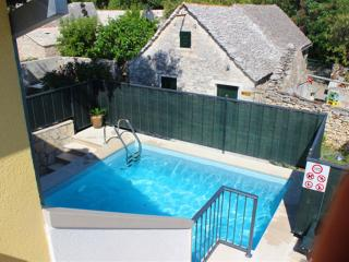House Villa Dore-Holiday House with Pool, Supetar