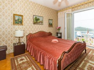 Sea View Rooms - Double Room with Shared Bathroom