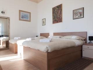 Villa Iveta - Triple Room (First Floor)