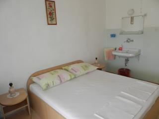 Guest House Bradas - Double Room with Shared Bathroom No3
