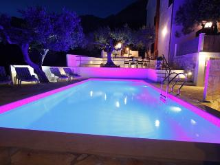 Comfortable Apartment A6 with pool, Makarska