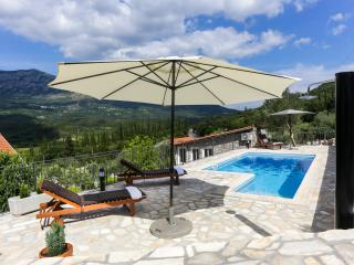 Villa Lucija - Four-Bedroom Villa with Terrace and Swimming Pool