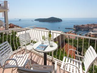 Apartments Isabora - Three Bedroom Apt with Balcony and Sea View (First Floor)