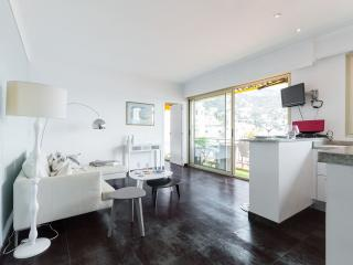 Stylish apartment with sea view and close to beaches
