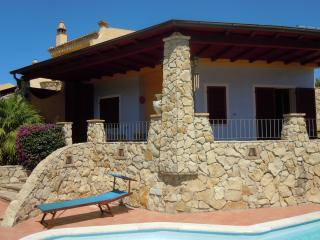 Stunning 2 bed villa with private pool / sea view, Capitana