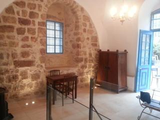 1 BR stone apartment jerusalem, Jerusalén