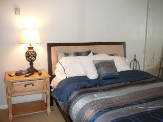 San Diego 2 Bedroom & 2 Bathroom House (1235 Parker Place #2J)