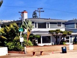 2827 Bayside Lane, San Diego