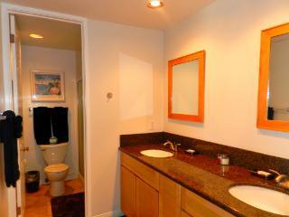 Idyllic House with 3 Bedroom/2 Bathroom in San Diego (3750 Bayside Walk #02)