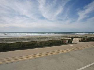 Beautiful House in San Diego (3969 Ocean Front Walk #2)