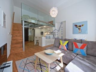 White Swan Apartment, Praag