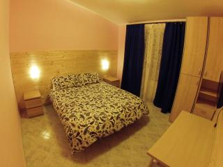 Il veliero bnb Roma (wood room)