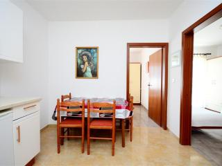 Apartment 1943, Umag