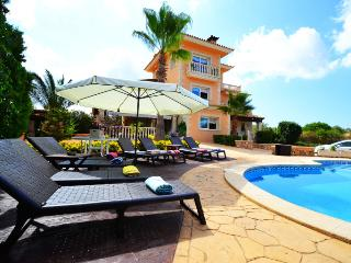 Comfortable villa for 10 people, with private pool in Sa Torre. Barbecue. Satell