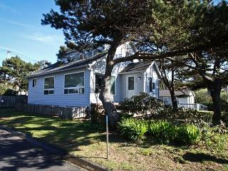 OCEAN PINES~This Ocean Peak bungalow is the best kept secret in Manzanita!!!
