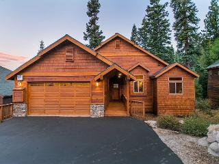 Mountain View - Gorgeous 4 BR in Tahoe Donner Overlooking the Ski Slopes!