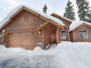 Walk to Skiing from this Gorgeous 4 Bedroom in Tahoe Donner, Truckee