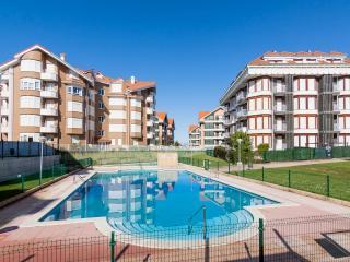 Urbanización privada con jardín, piscina y garaje
