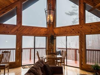 SPECTACULAR VIEW LUXURY SMOKY MT. CHALET 5 BR 3 BT, Sevierville