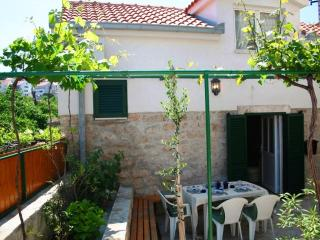 Quaint Old Stone Cottage, Fully Renovated, Just 20m From Pebbly Beach, Postira