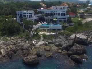 Waterfront, 2 Connecting Pools, Ocean Jacuzzi, Savanna La Mar