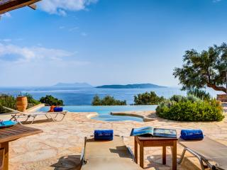 Villa Anatoli - Luxury seafront villa with private infinity pool, Sivota