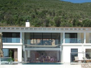 Villa Doukato- exclusive on Vassiliki bay with private dock, infinity pool.