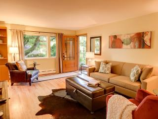Luxury 1bd 900+ Sq.Ft. Condo Near Space Needle, Shops, Restaurants, and Fun!, Seattle