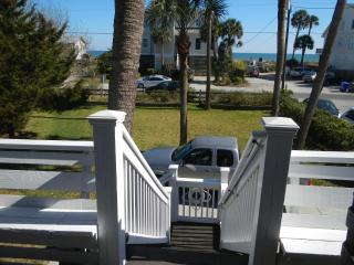 Swell Cottage has a great 2nd Row Ocean View, Folly Beach