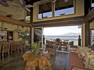 Kahana Nui Villa - beachfront w/ Bali furnishings, Lahaina