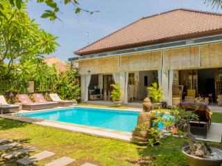 Villa Vero Bali 1-2-3 bedrooms in a quiet street with private pool, Seminyak