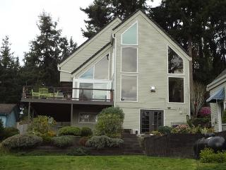 Large contemporary home  walking distance to Mutiny Bay Beach!, Freeland