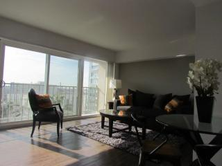 BEAUTIFULLY FURNISHED AND SPACIOUS 1 BEDROOM, 1 BATHROOM APARTMENT, Marina del Rey