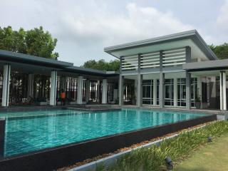 Cozy Villa @ Phuket w/wifi, gym & pool, Koh Kaew